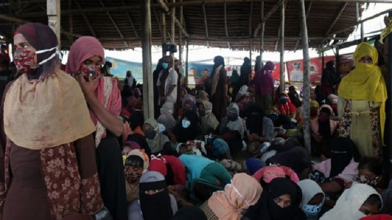 Rohingya crisis: Nearly 300 refugees land in Indonesia after months at sea